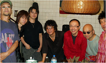 「Jun Usuba JAZZ ROOTS」 From left, Tatsuhiko Hizawa (b), Takashi Yofu (g), USUBA, Shu Matsuyma (ds), Toshiya Ozawa (perc) at the backstage of JIROKICHI, Koenji-Tokyo